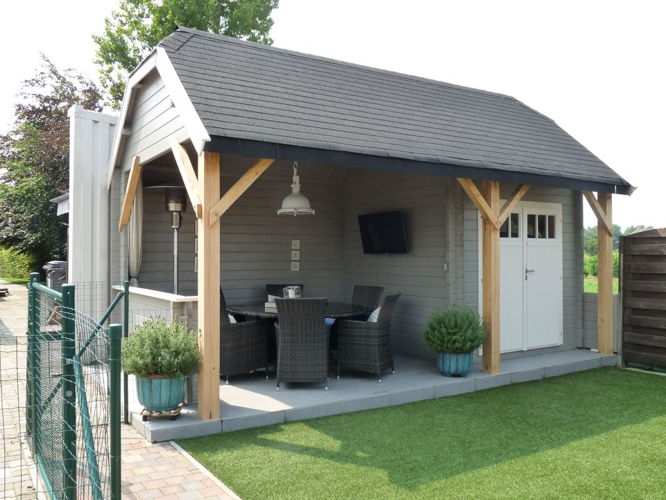 log cabins with canopy